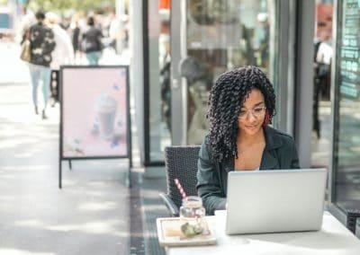 keyrenter-property-management-owner-woman-laptop